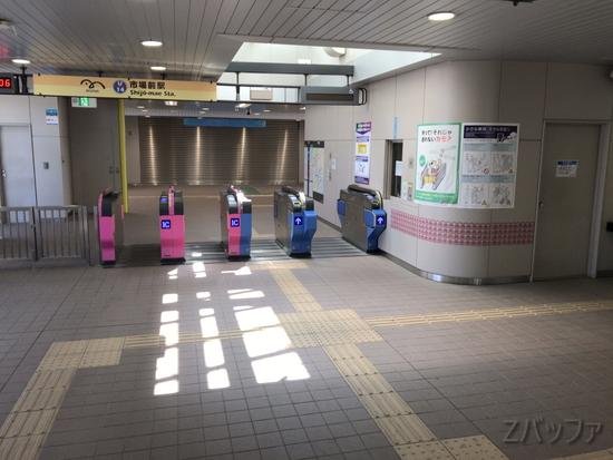 寂れた状態の市場前駅改札