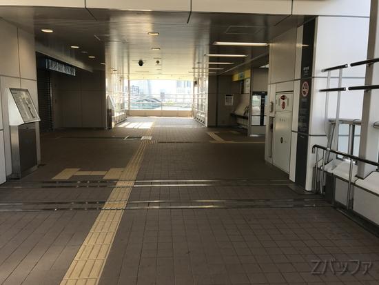 市場前駅の改札出た所