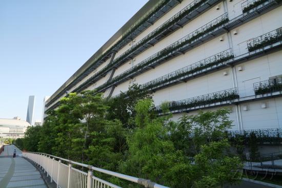 UNIQLOの自然豊かな施設