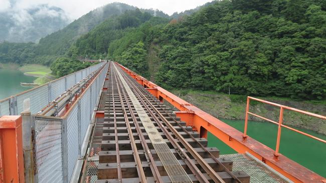 奥大井湖上駅のレインボーブリッジ