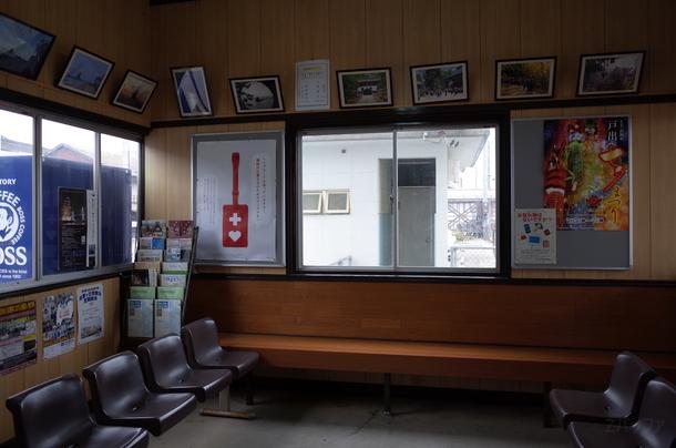 雨晴駅の待合室