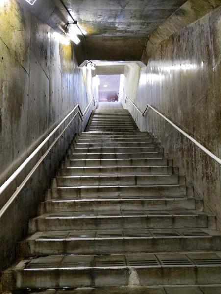 美佐島駅の階段