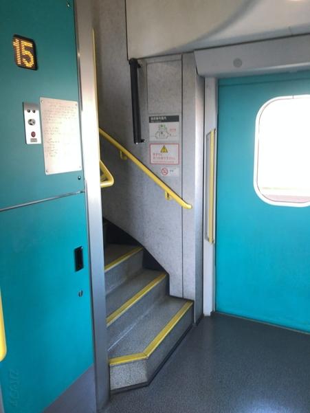 上越新幹線2階席へと繋がる階段