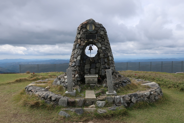 蓬莱山の山頂にある鐘