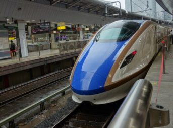 北陸新幹線あさま号E2系車両