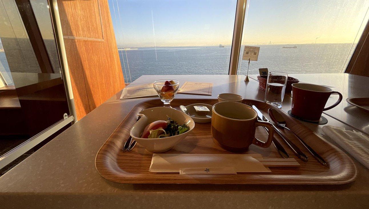 飛鳥Ⅱで海を眺めながら食べる朝食