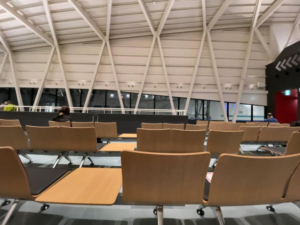横須賀港の東京九州フェリーターミナル2階の待合室