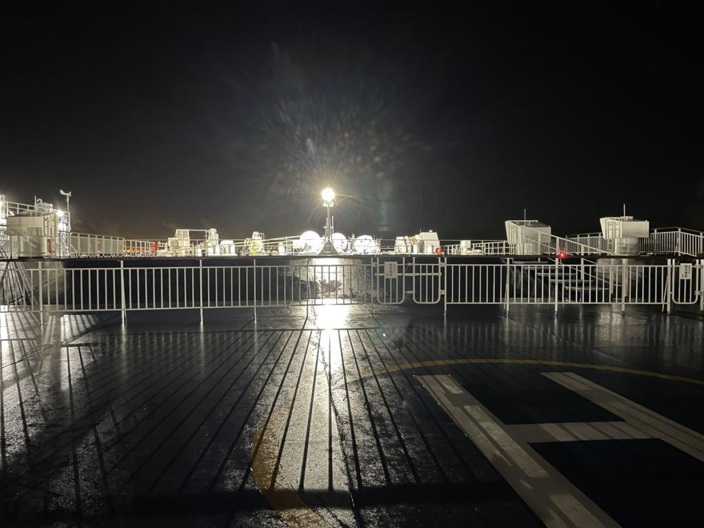 「はまゆう」出航後真夜中の甲板にて