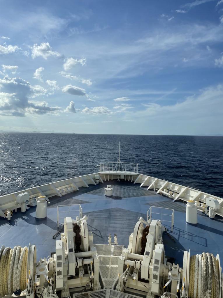 フォワードサロンから船首方向の景色