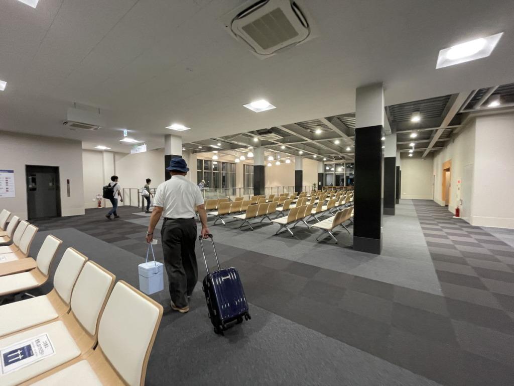 新門司港の東京九州フェリーターミナル待合室