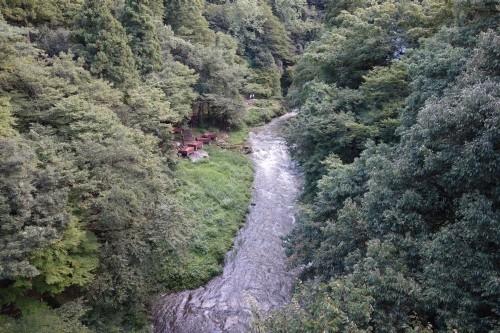 あやとり橋から見える「鶴仙渓 川床」