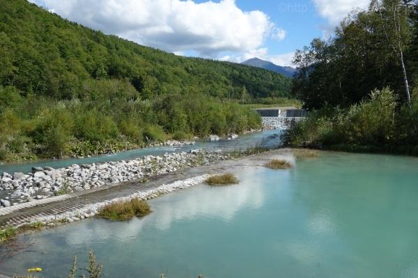 美瑛の青い池と美瑛川