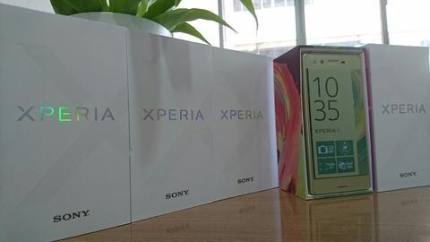 Xperia Xが発売