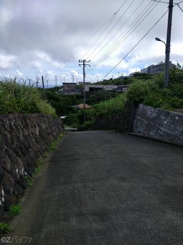 青ヶ島の道は急勾配