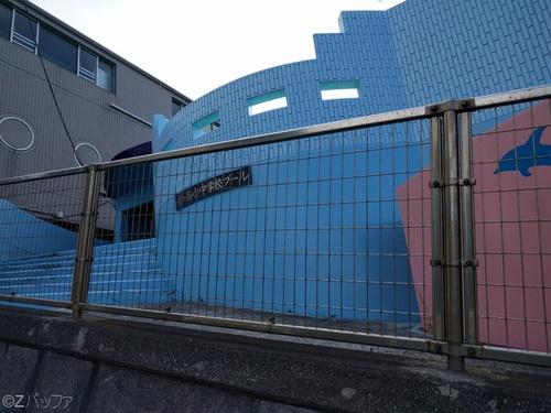 青ヶ島小中学校のプール