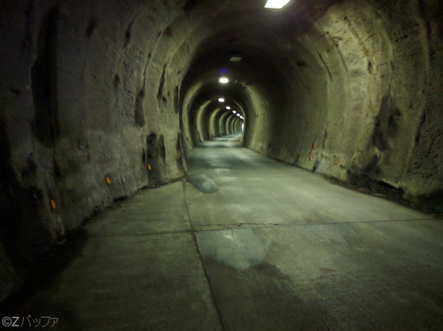 青ヶ島の平成流し坂トンネル内
