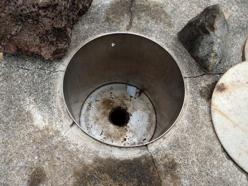 青ヶ島の地熱釜の中