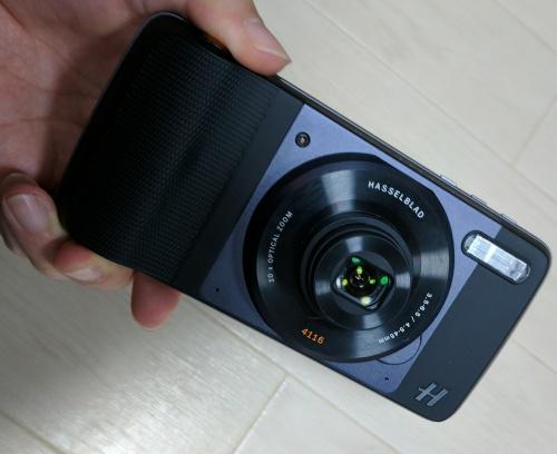 ハッセルブラッドTrue Zoomカメラのレンズが出た状態
