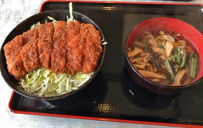 塔のへつりで会津名物ソースカツ丼を食べる