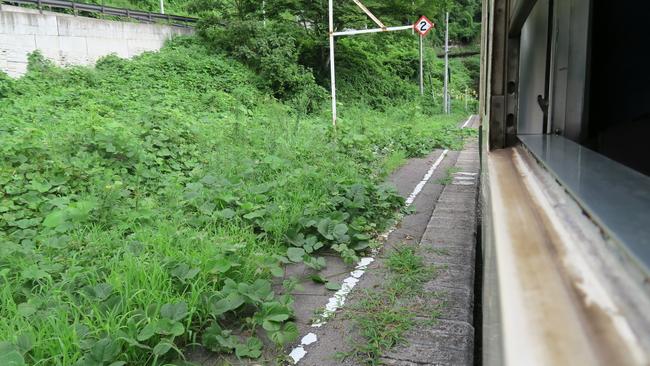 只見線早戸駅のホーム