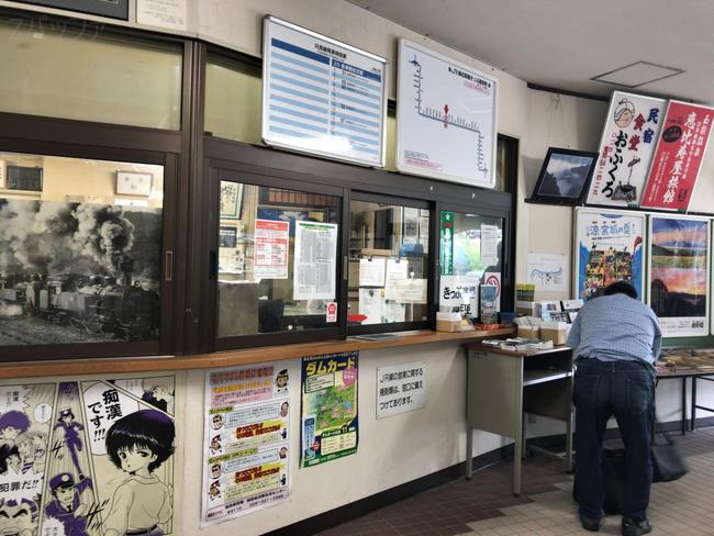 会津川口駅の駅舎内