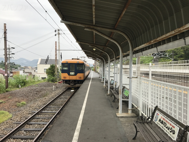 金谷駅の16000系