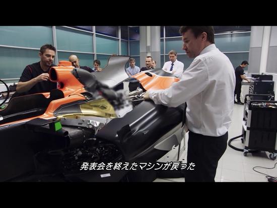 新車発表会から戻ったマシンをテストに間に合わせるために作業を再開