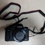 「PowerShot G1 X MarkⅢ」の標準レンズ保護キャップとネックストラップ