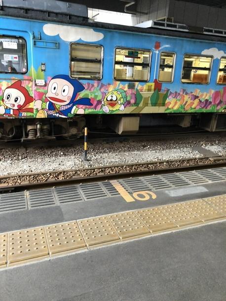 JR氷見線の忍者ハットリくん列車