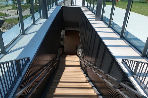 屋上までの階段
