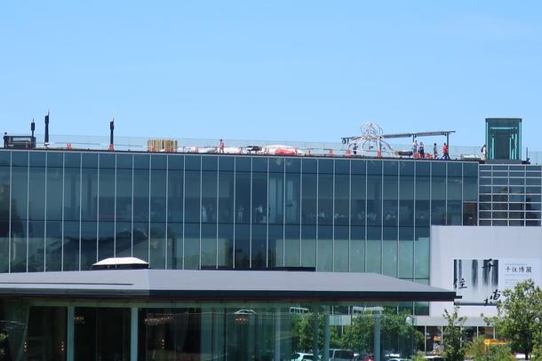環水公園から見た富山県立美術館の屋上