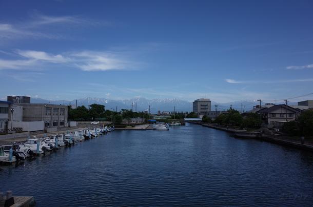 岩瀬カナル会館と港