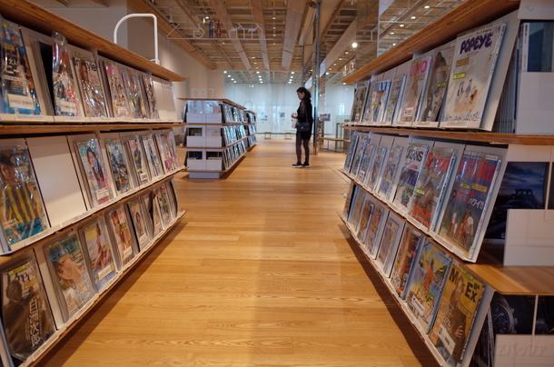 最新の雑誌なども豊富に揃えられており、自由に読むことが可能