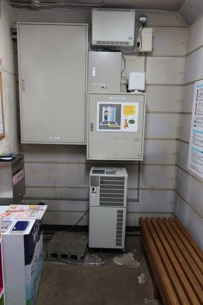美佐島駅の地下待合室