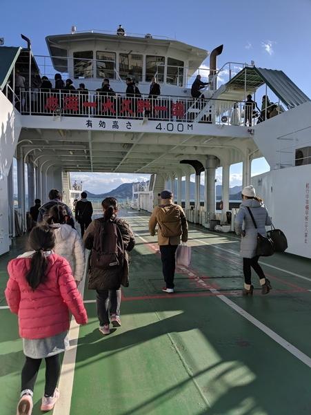 忠海港から大久野島行きのカーフェリー