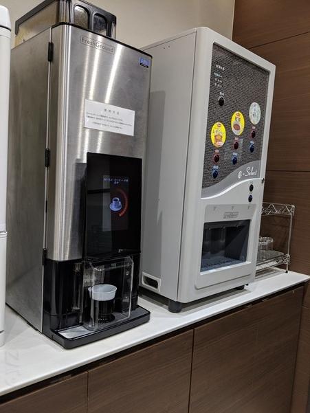 松山空港のラウンジで提供されている飲み物